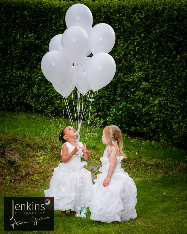 flower-girls-white-ballons
